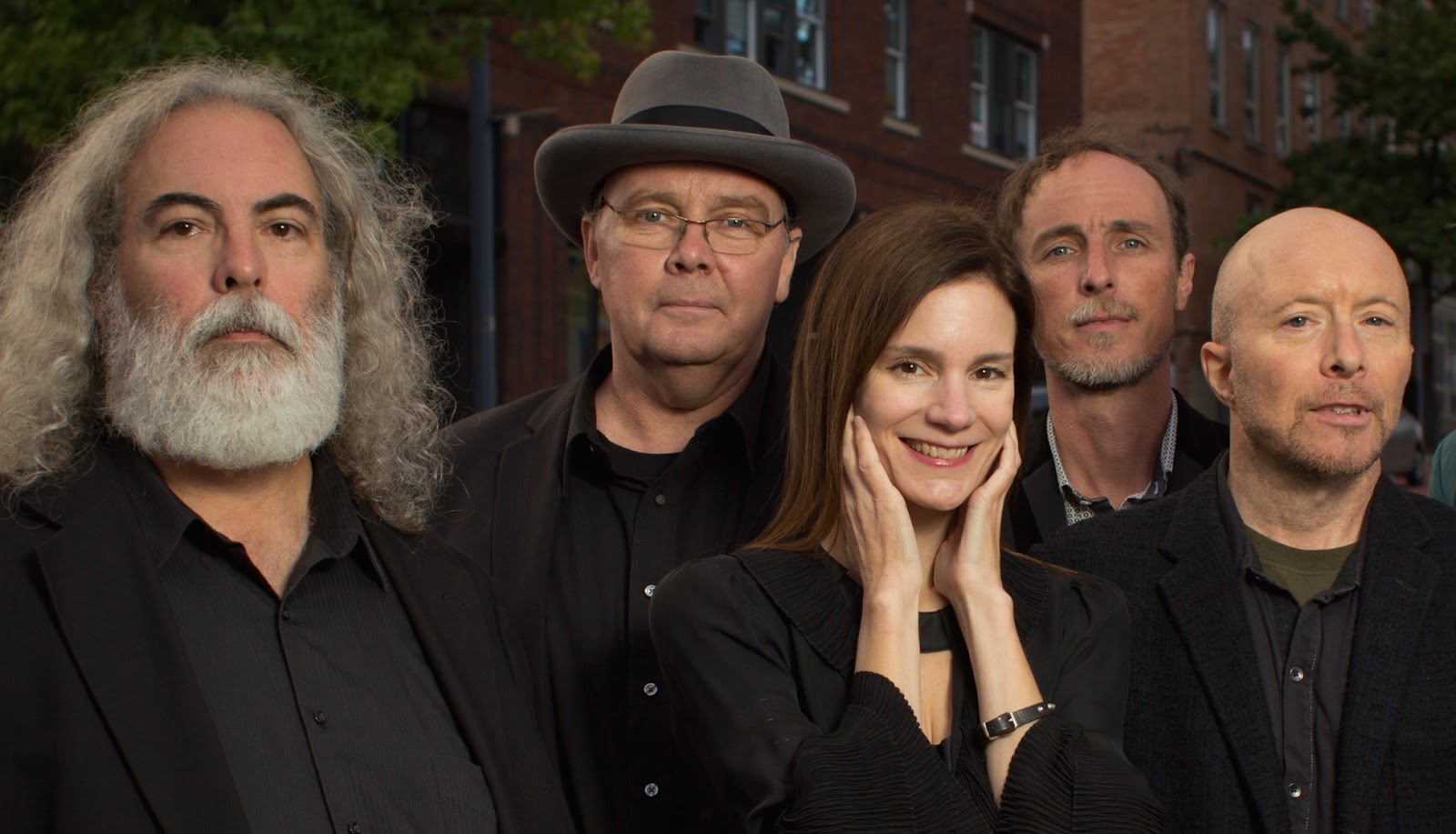 Cached 10 000 maniacs images